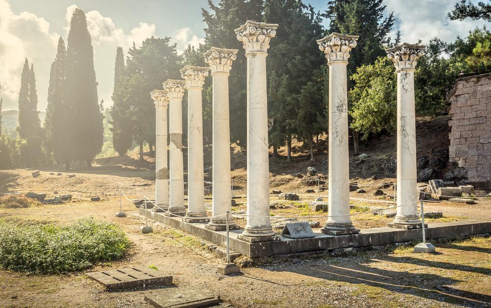 Antike Säulen im Asklepieion