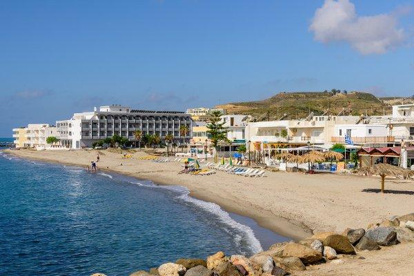 Strand in Kardamena zwischen Hafen und Valynakis Beach Hotel