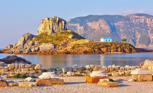 Blick von der Kefalos Halbinsel im Südwesten von Kos auf das kleine Eiland Kastri