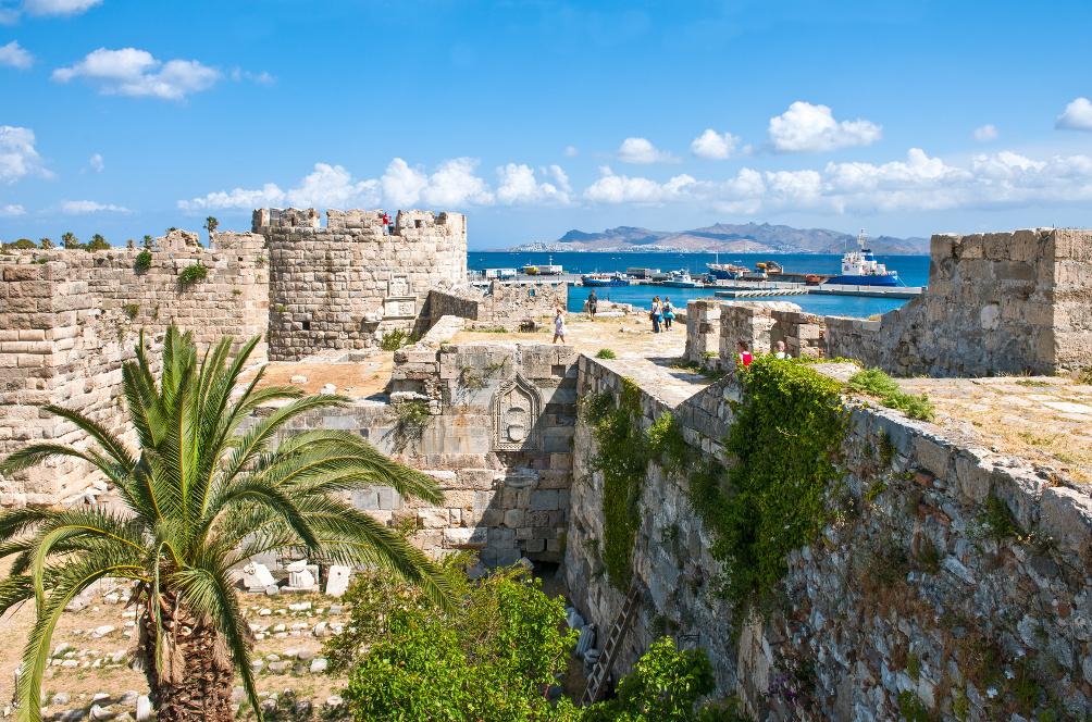 Auf den Wehrmauern des Kastells Neratzia: Tooler Blick auf Stadt Kos und Hafen