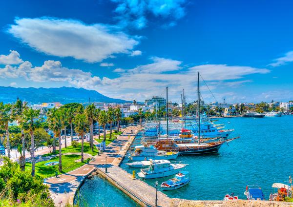 Ausflugsboote im Mandraki Hafen in Kos-Stadt