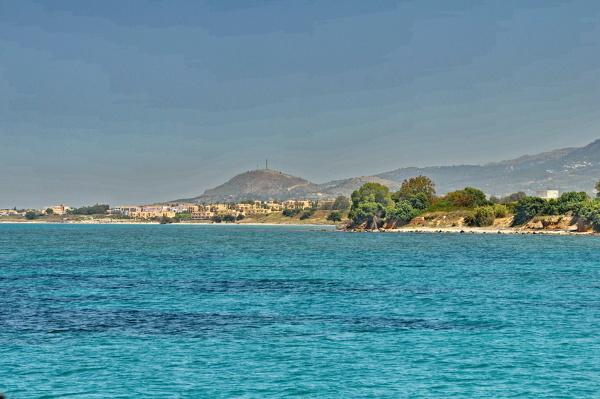 Der Ort Marmari vom Meer aus gesehen