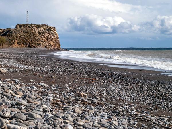 Östlicher Teil der Agios Fokas Beach am Kap Agios Fokas