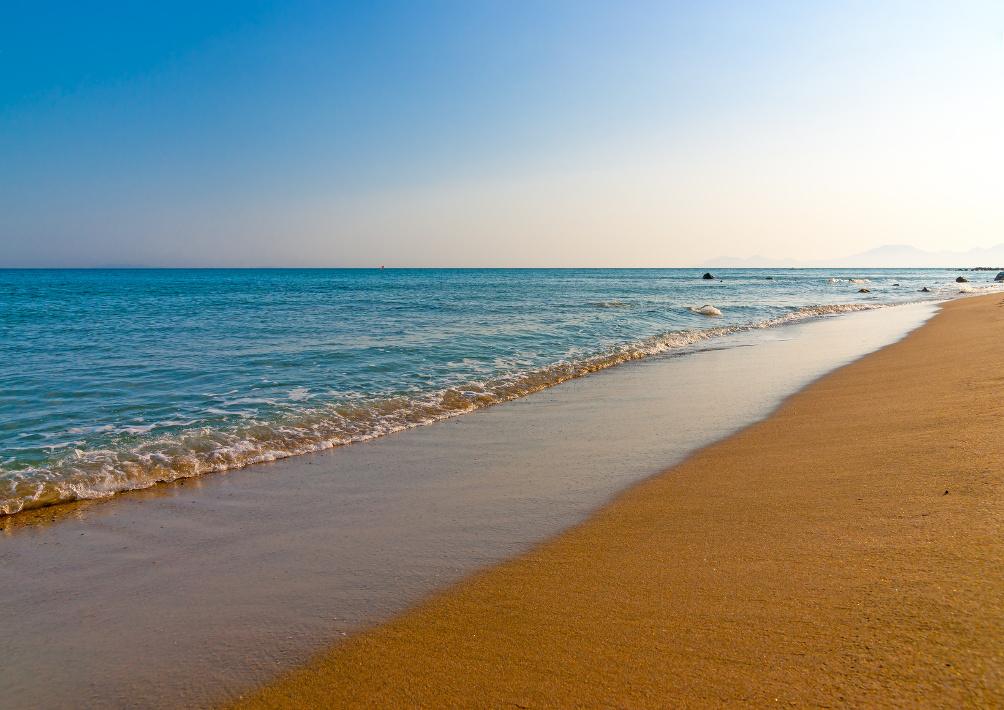 Goldener Strand am Kap Helona